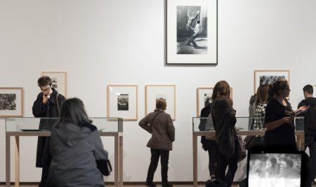"""Exposição """"Eyes Wide Open: 100 anos de Fotografia Leica"""""""
